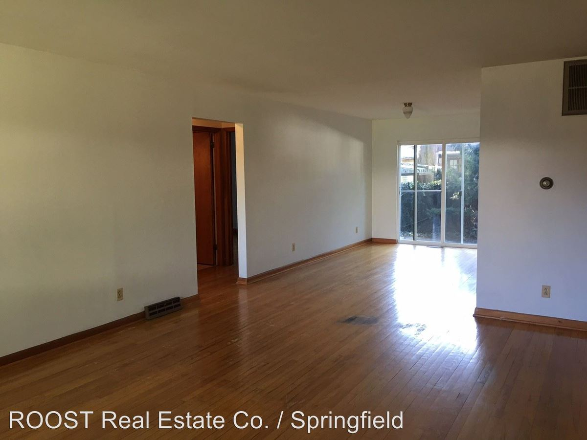 2 Bedrooms 2 Bathrooms Apartment for rent at 1101 Wilmington Avenue in Dayton, OH
