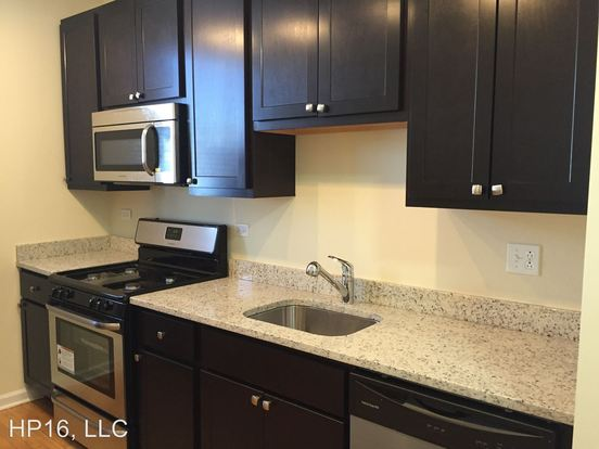 2 Bedrooms 1 Bathroom Apartment for rent at 1934 46 Linden Ave. 353 57 Central Ave. in Highland Park, IL