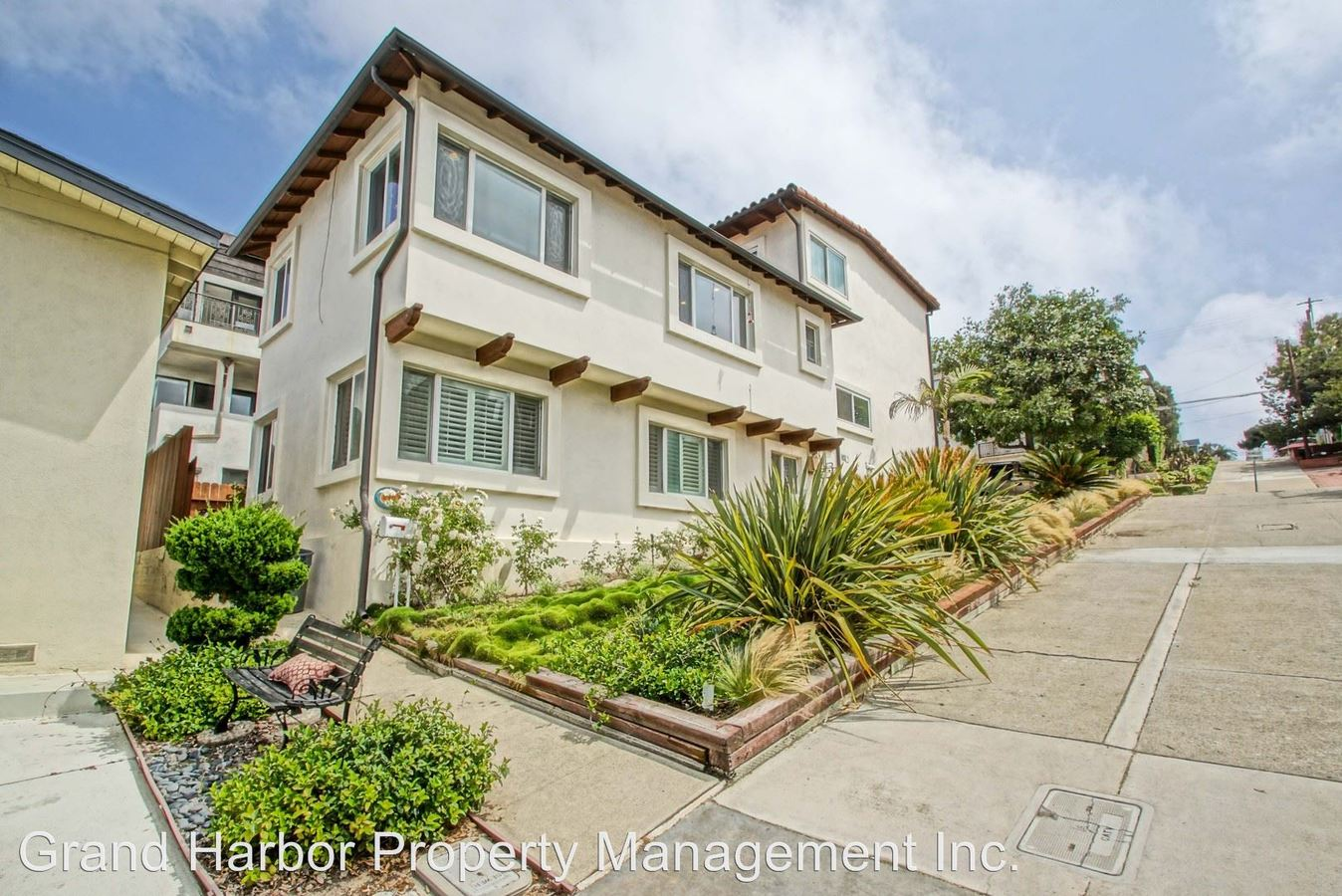2 Bedrooms 1 Bathroom Apartment for rent at 2903 Highland Ave in Manhattan Beach, CA