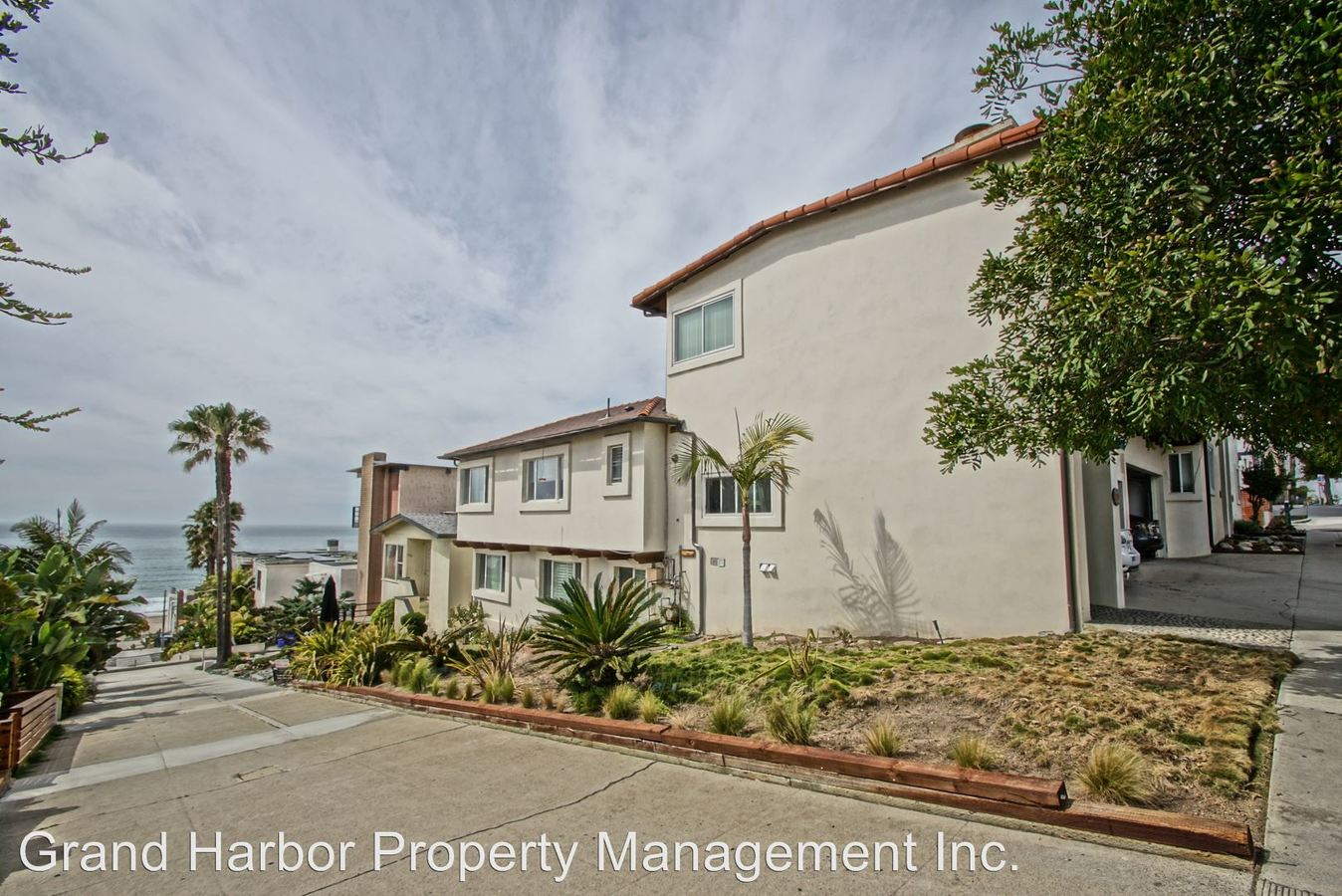 2 Bedrooms 2 Bathrooms Apartment for rent at 2903 Highland Ave in Manhattan Beach, CA