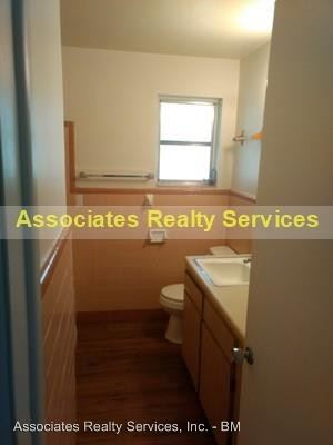 2 Bedrooms 1 Bathroom Apartment for rent at 414 Se 8th St in Gainesville, FL