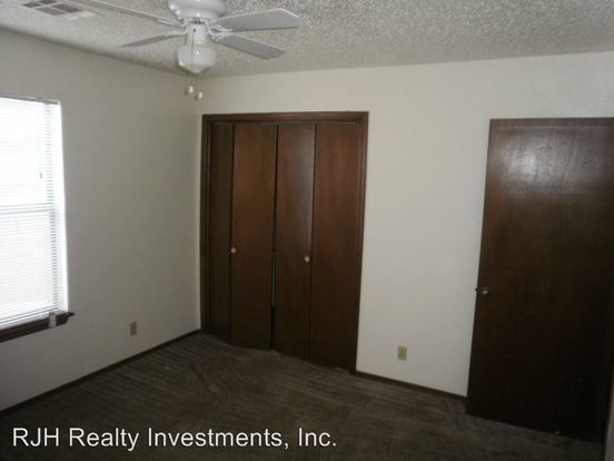 2 Bedrooms 1 Bathroom Apartment for rent at 224-226 Skylark Ct in Norman, OK