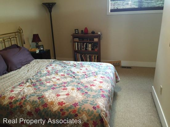 2 Bedrooms 1 Bathroom Apartment for rent at 3415 Ne 50th St in Seattle, WA