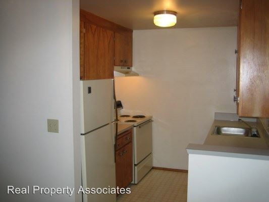 1 Bedroom 1 Bathroom Apartment for rent at 9511 Roosevelt Way Ne in Seattle, WA