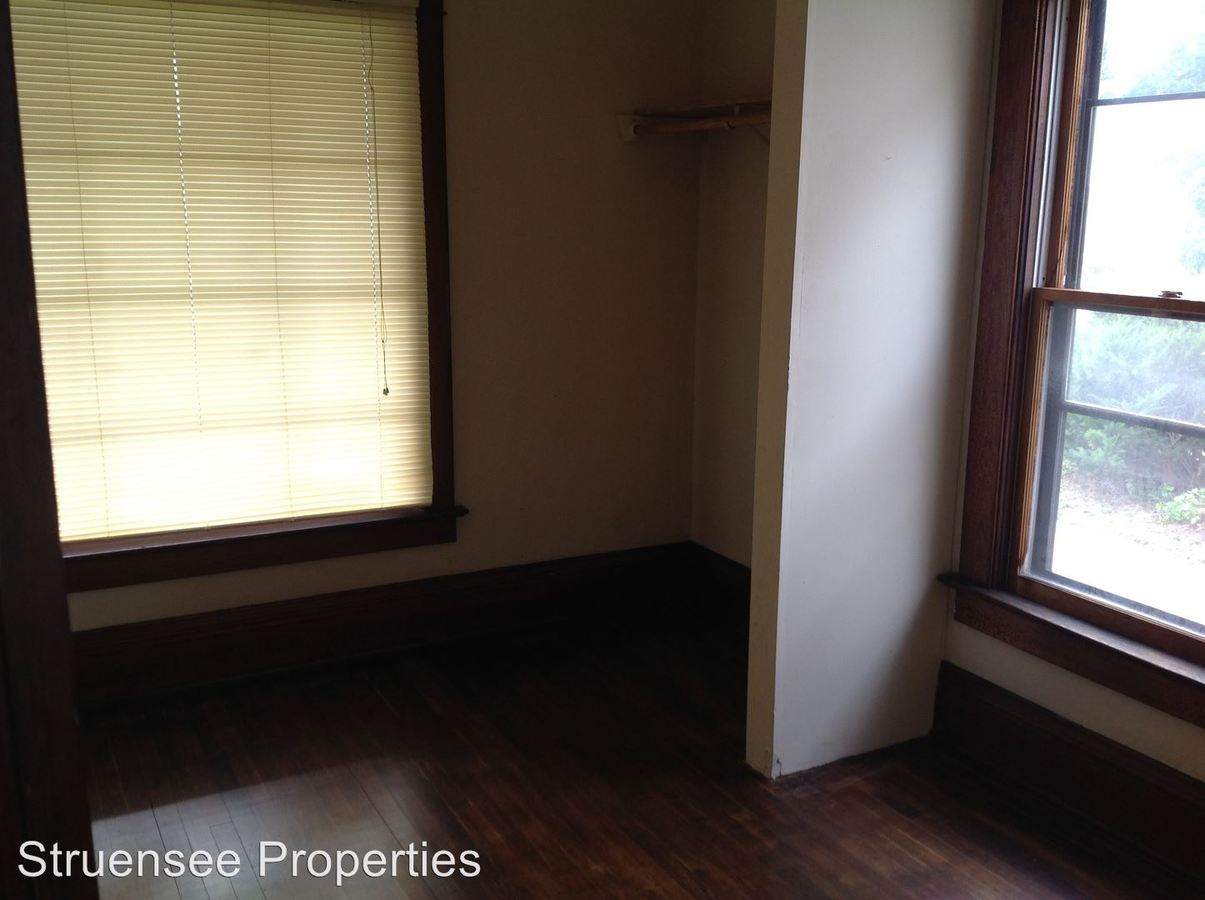 3 Bedrooms 1 Bathroom Apartment for rent at 1117 Cherry Street in Oshkosh, WI