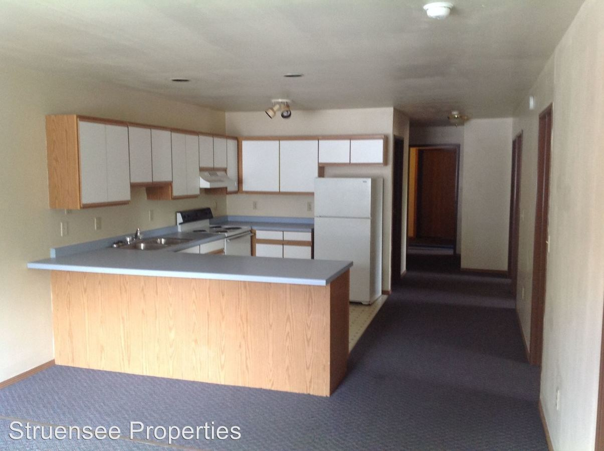 4 Bedrooms 1 Bathroom Apartment for rent at 733 Woodland Avenue in Oshkosh, WI