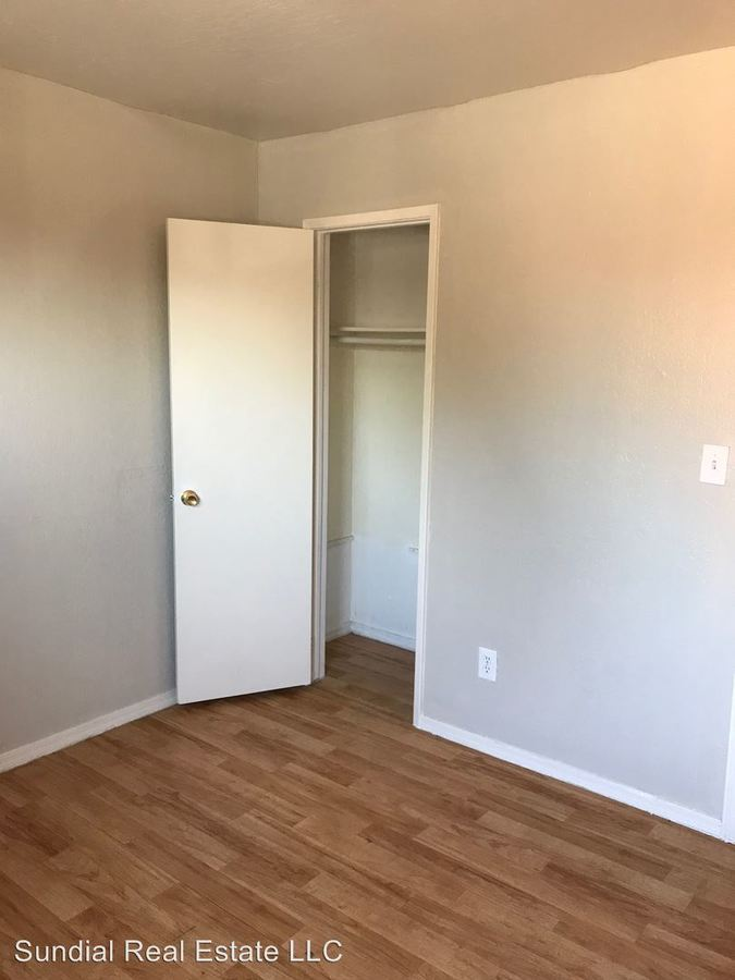 2 Bedrooms 1 Bathroom Apartment for rent at 1253 W Pierce St. in Phoenix, AZ