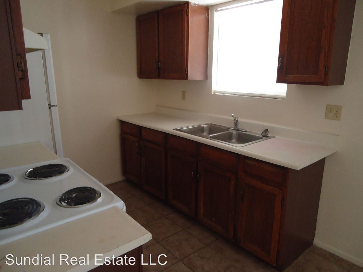2 Bedrooms 1 Bathroom Apartment for rent at 822 E Carol Ave in Phoenix, AZ