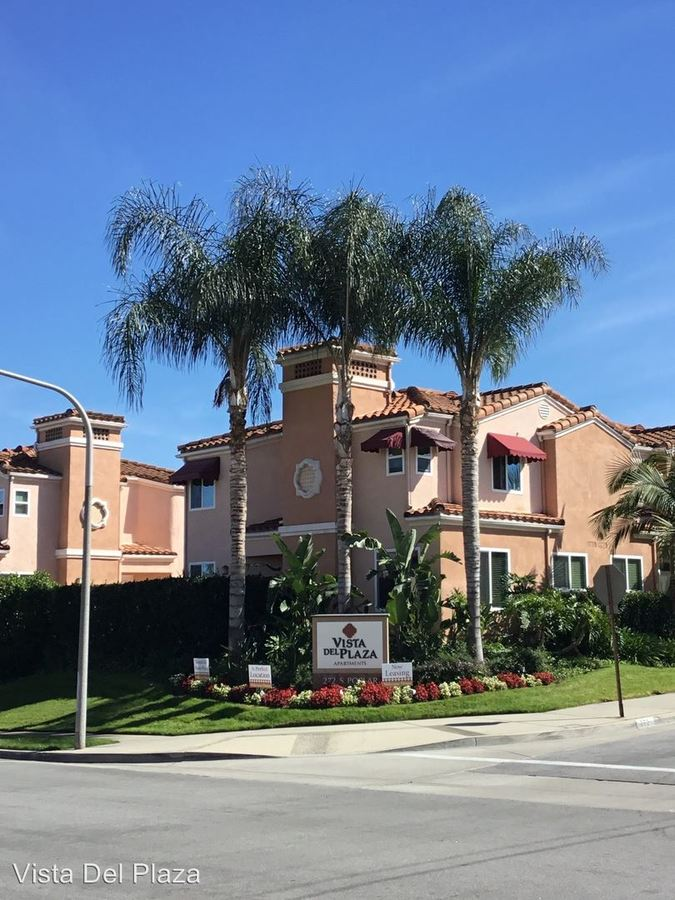 3 Bedrooms 3 Bathrooms Apartment for rent at 272 South Poplar Ave. in Brea, CA