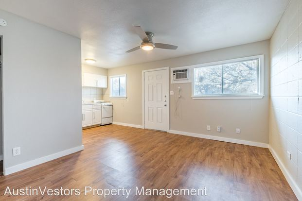 Studio 1 Bathroom Apartment for rent at 901 & 903 Springdale Rd in Austin, TX