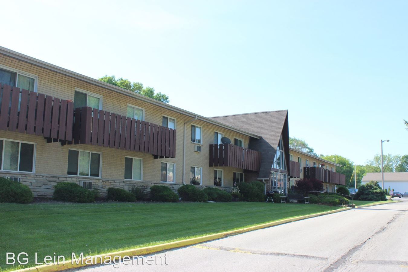 2 Bedrooms 1 Bathroom Apartment for rent at 9535-9545 W Oklahoma Avenue in Milwaukee, WI