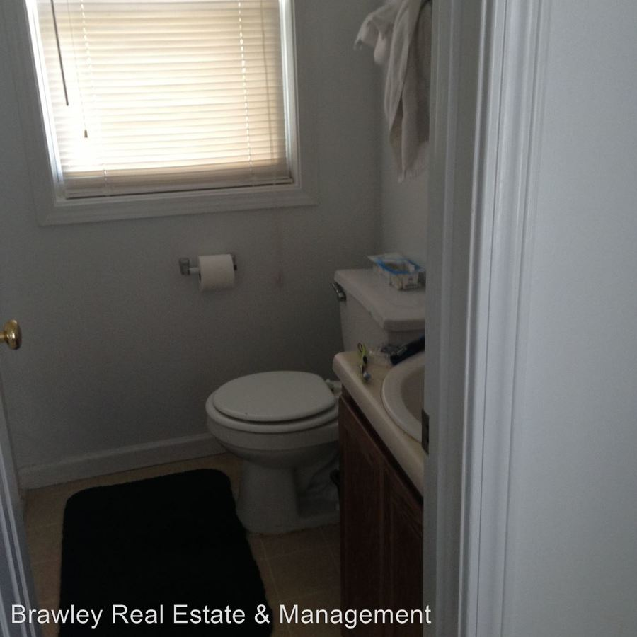 4 Bedrooms 2 Bathrooms House for rent at 203 E. 10th Street in Bloomington, IN