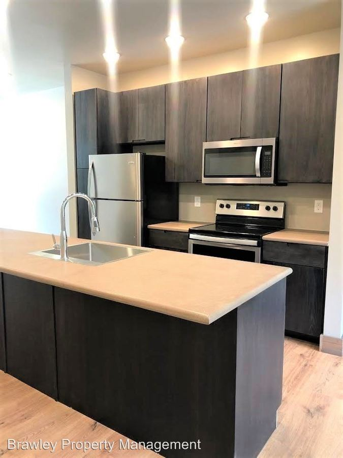 3 Bedrooms 3 Bathrooms Apartment for rent at 403 E 20th St in Bloomington, IN