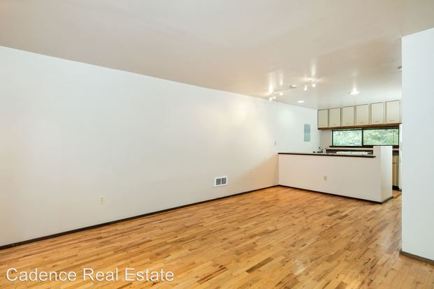 3 Bedrooms 1 Bathroom Apartment for rent at 4745 4753 Ravenna Ave Ne in Seattle, WA