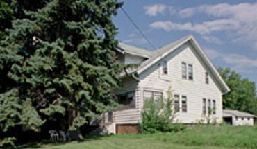 Similar Apartment at 3040 Commercial Ave