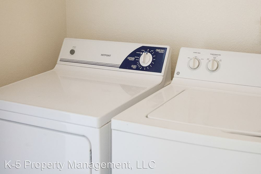 2 Bedrooms 1 Bathroom Apartment for rent at 12247 Nw Cornell Rd in Portland, OR