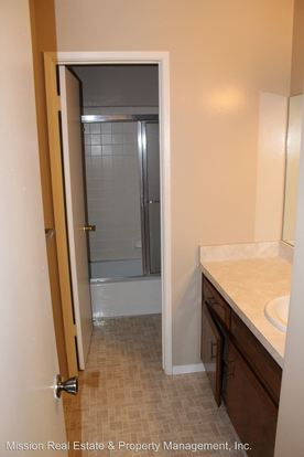 2 Bedrooms 1 Bathroom Apartment for rent at 6200 Spice Way in Bakersfield, CA