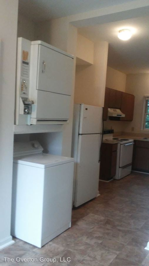 2 Bedrooms 1 Bathroom Apartment for rent at 1323 E 10th Street in Greenville, NC