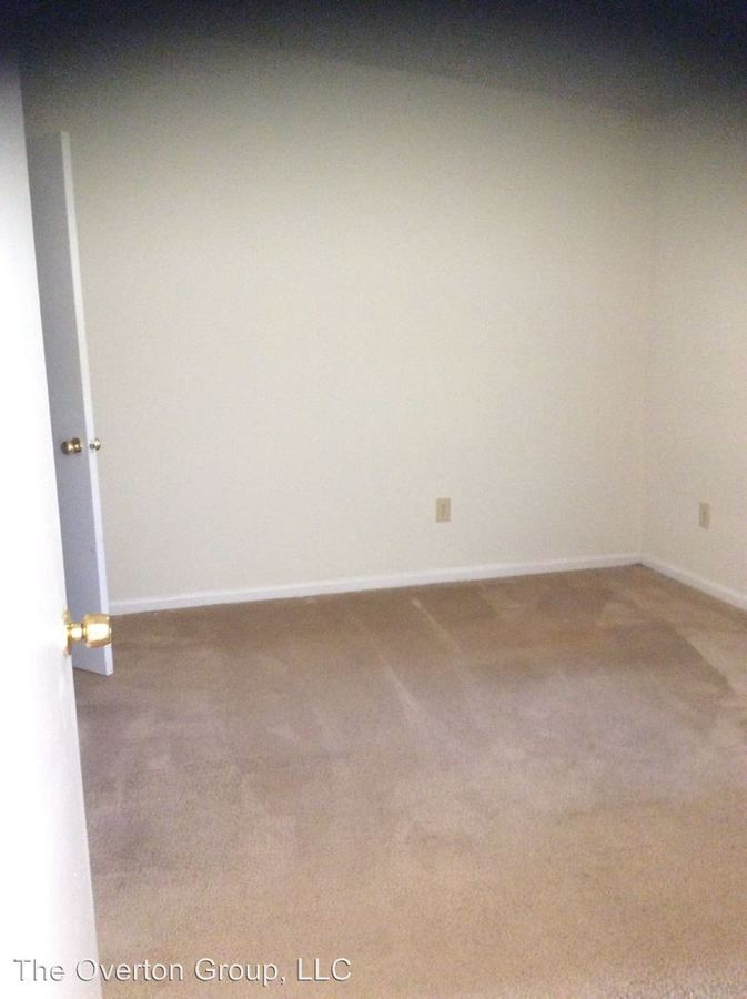 Studio 1 Bathroom Apartment for rent at 1323 E 10th Street in Greenville, NC