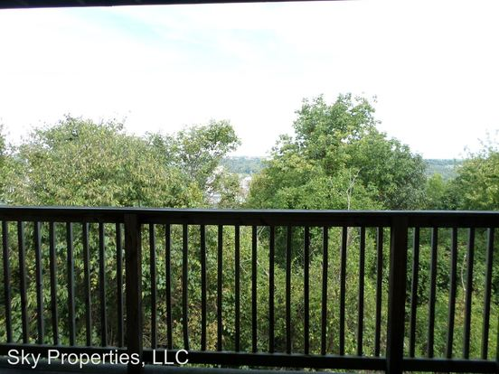 3 Bedrooms 2 Bathrooms Apartment for rent at 100 Pinnacle Court in Frankfort, KY