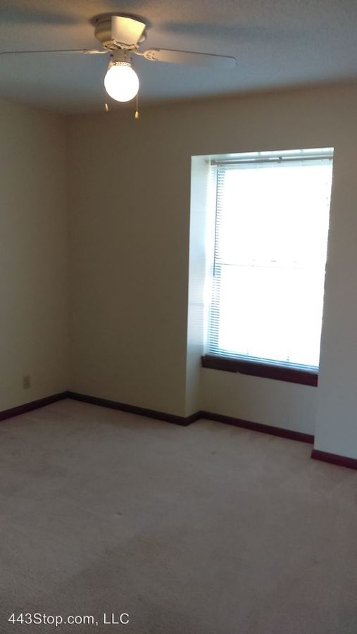 1 Bedroom 1 Bathroom Apartment for rent at 2901, 2905, 2911, 2917 Rollins Rd in Columbia, MO