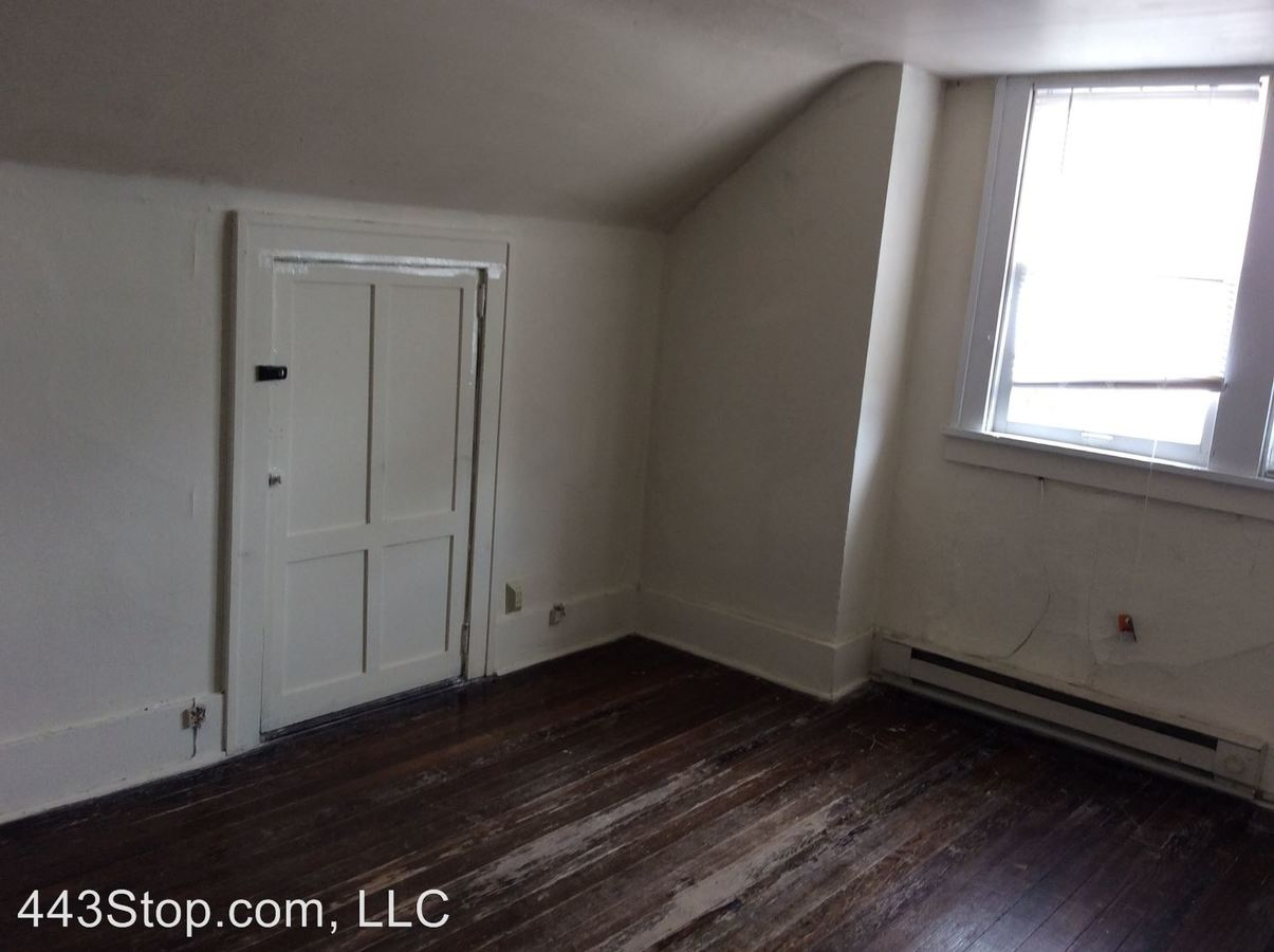 2 Bedrooms 1 Bathroom Apartment for rent at 1406 Ross St. in Columbia, MO