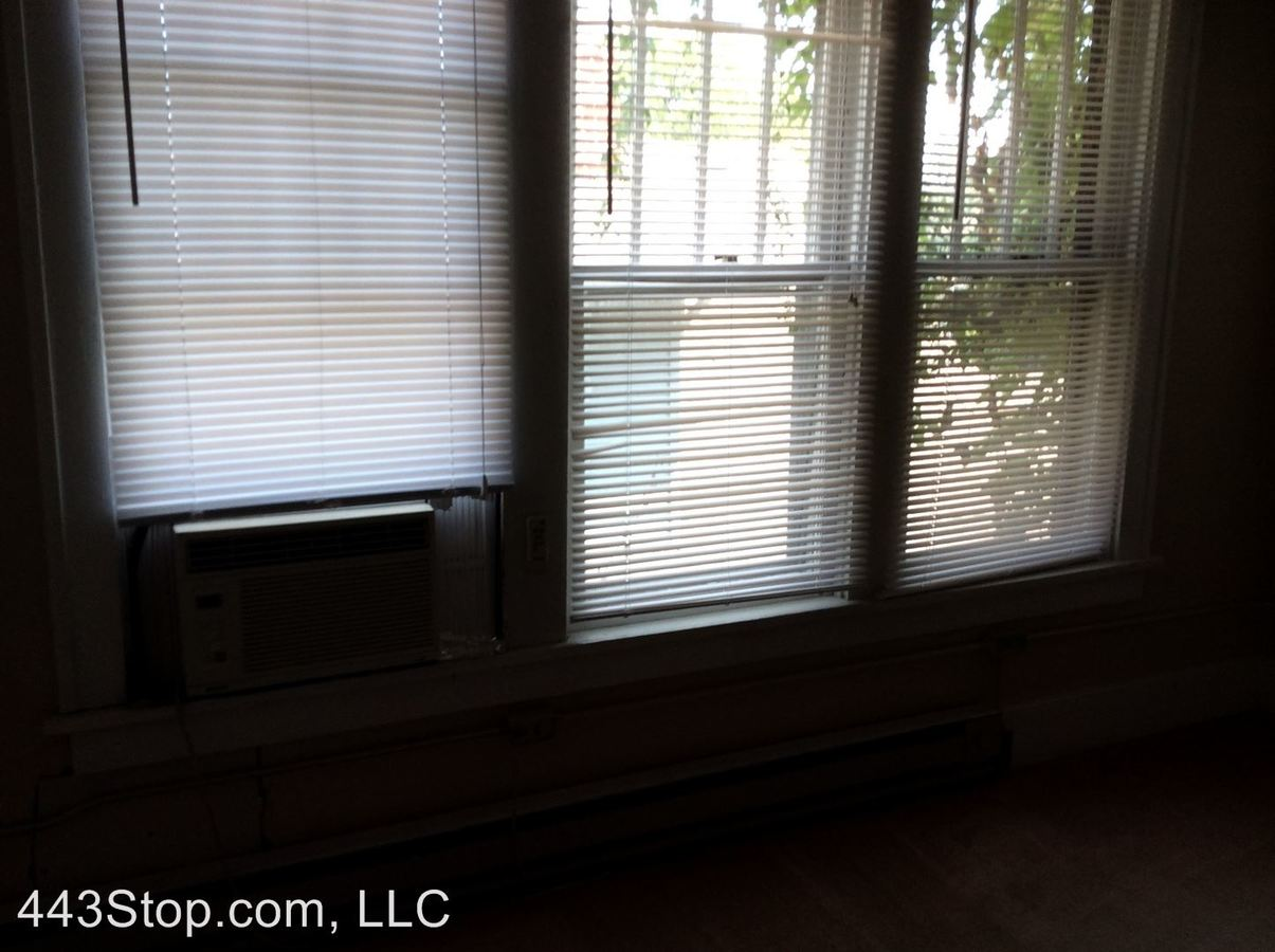3 Bedrooms 1 Bathroom Apartment for rent at 1406 Ross St. in Columbia, MO