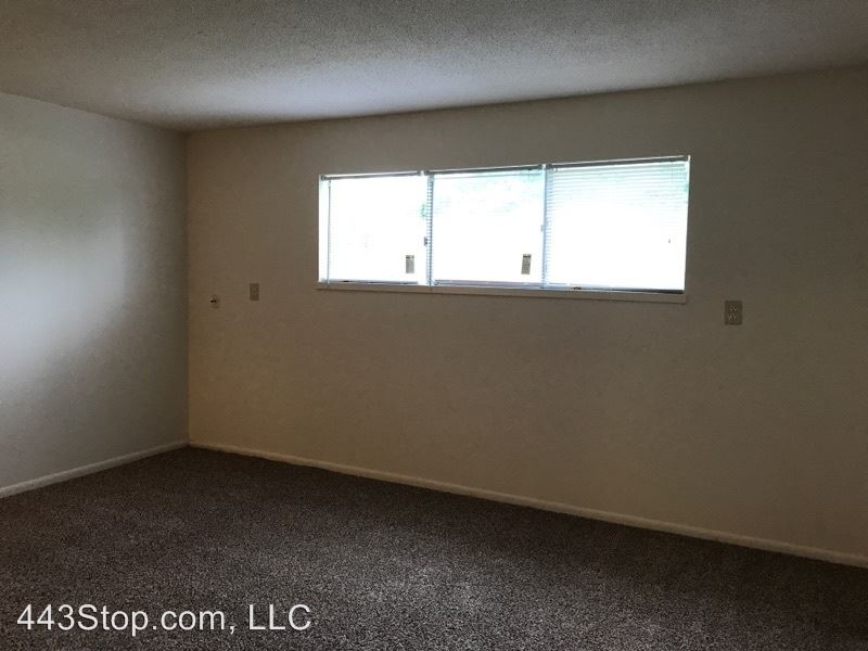 2 Bedrooms 1 Bathroom Apartment for rent at 4208 I-70 Drive Se in Columbia, MO