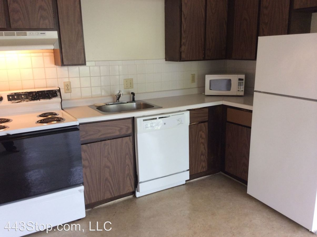 2 Bedrooms 1 Bathroom Apartment for rent at 2901, 2905, 2911, 2917 Rollins Rd in Columbia, MO