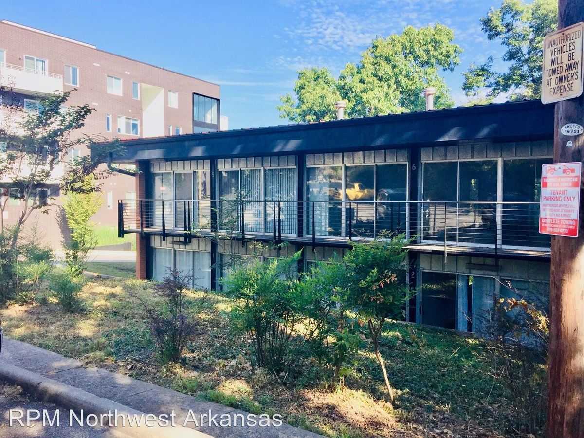 2 Bedrooms 1 Bathroom Apartment for rent at 8 South Hill Ave in Fayetteville, AR