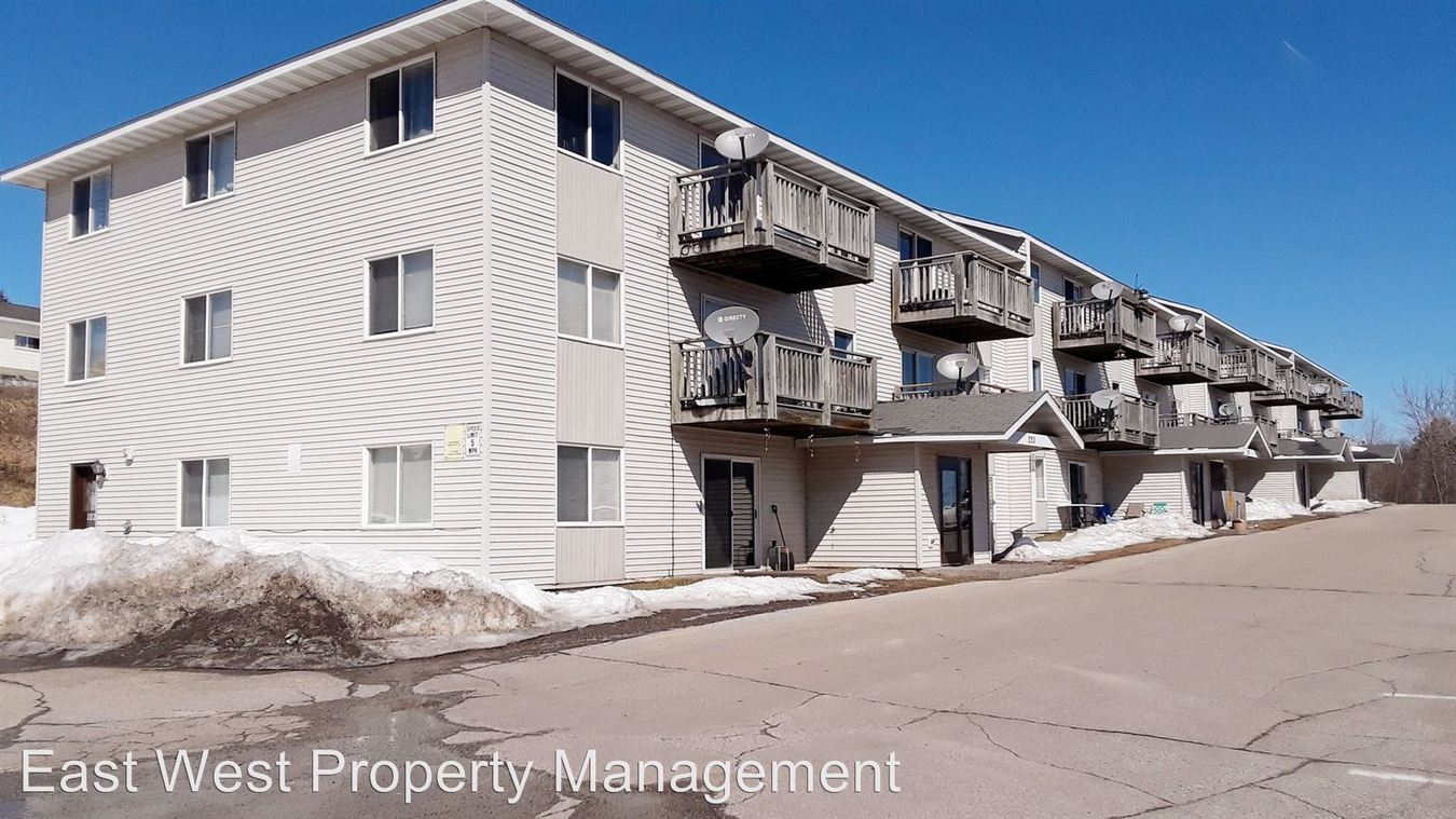 4 Bedrooms 2 Bathrooms Apartment for rent at 226 Pecan Ave in Duluth, MN