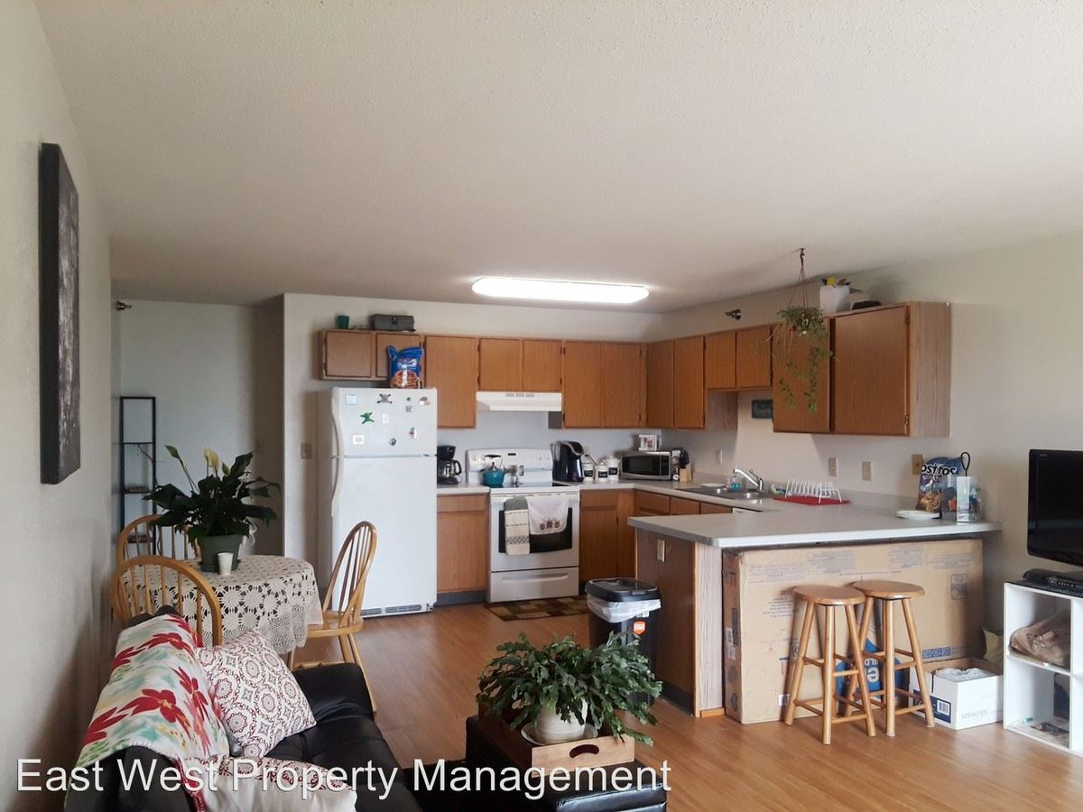 3 Bedrooms 2 Bathrooms Apartment for rent at 226 Pecan Ave in Duluth, MN
