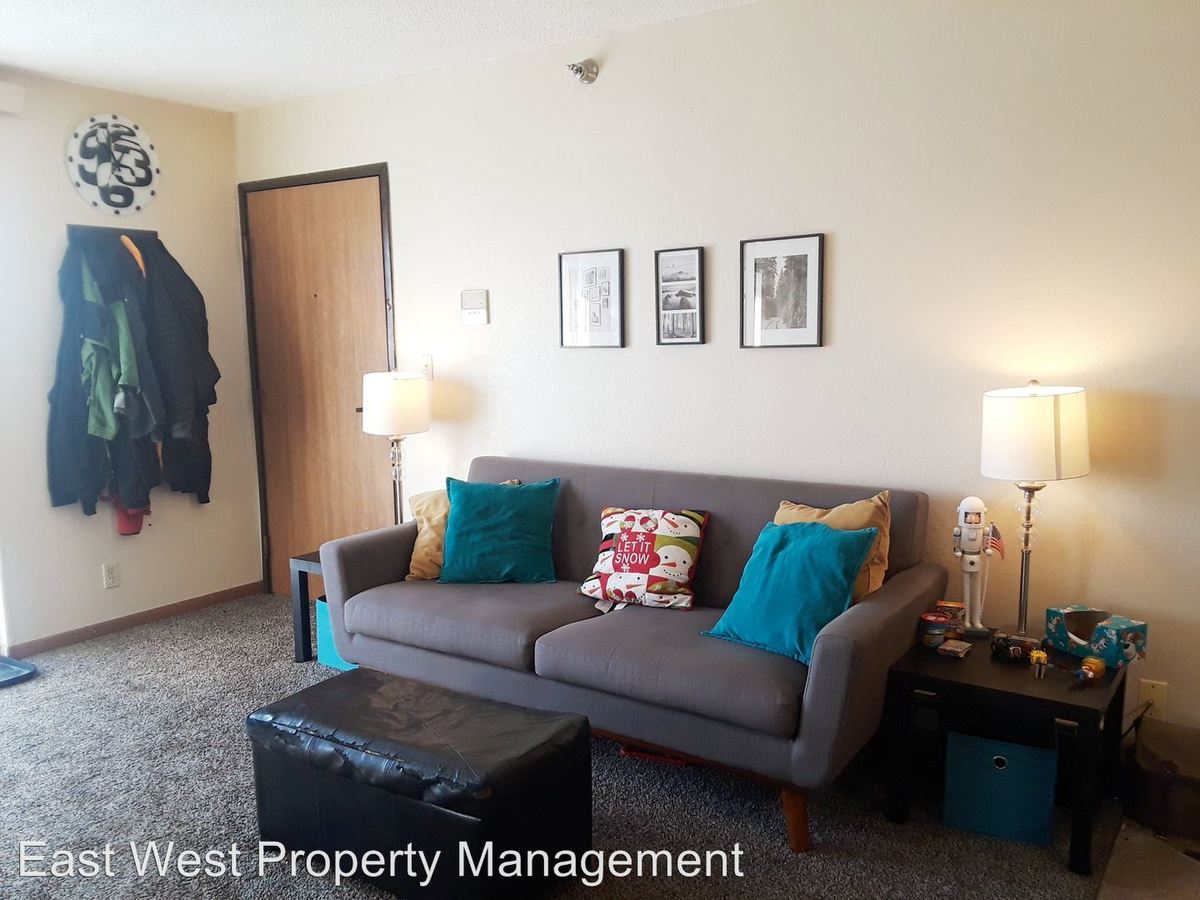 3 Bedrooms 2 Bathrooms Apartment for rent at 220 Pecan Ave in Duluth, MN