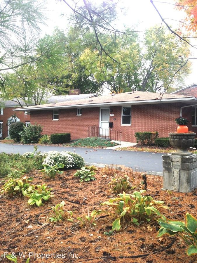 2 Bedrooms 2 Bathrooms Apartment for rent at 1571-1619 Roxbury Road in Grandview Heights, OH