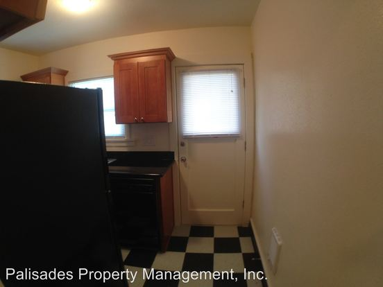 Studio 1 Bathroom Apartment for rent at 2031 N Watts St in Portland, OR