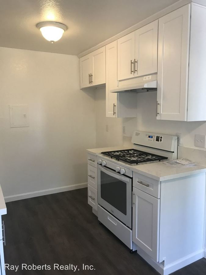 2 Bedrooms 1 Bathroom Apartment for rent at 15735 Blaine Ave in Bellflower, CA