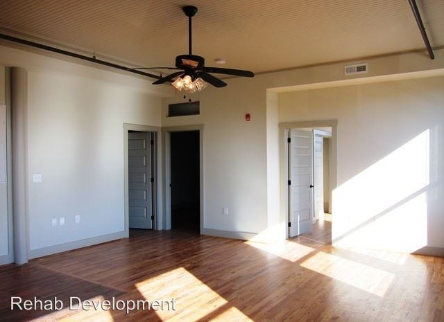 2 Bedrooms 1 Bathroom Apartment for rent at 29 Cabarrus Avenue East in Concord, NC