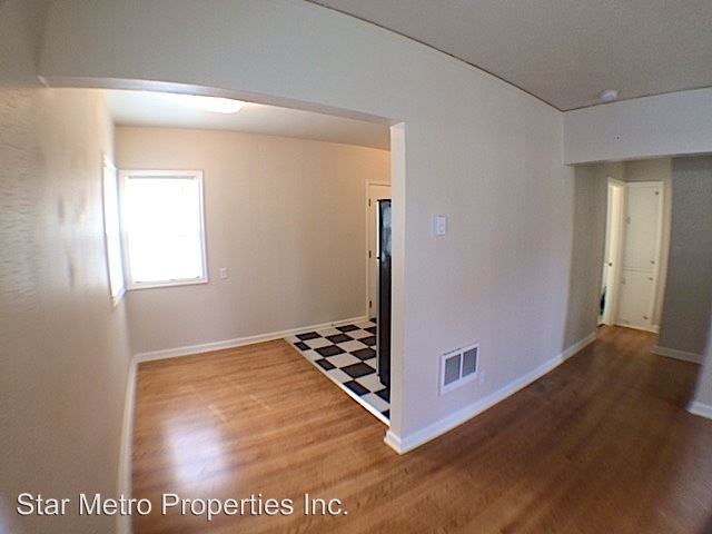 1 Bedroom 1 Bathroom Apartment for rent at 6345 N Albina in Portland, OR