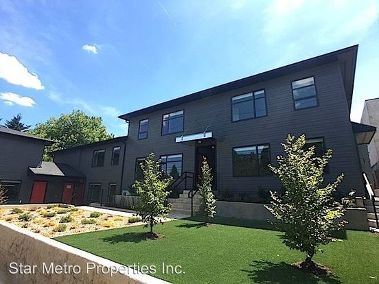 2 Bedrooms 1 Bathroom Apartment for rent at 1346 Se Center St. in Portland, OR