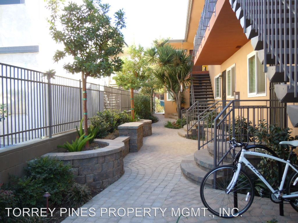 2 Bedrooms 1 Bathroom Apartment for rent at 4109-4115 Arizona Street in San Diego, CA