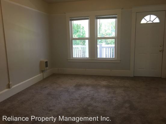 2 Bedrooms 1 Bathroom Apartment for rent at 1830 Nw 24th Place in Portland, OR