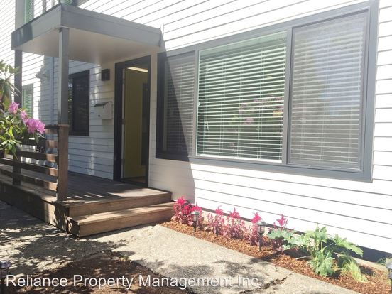 2 Bedrooms 1 Bathroom Apartment for rent at 5505 Se 17th Ave. in Portland, OR