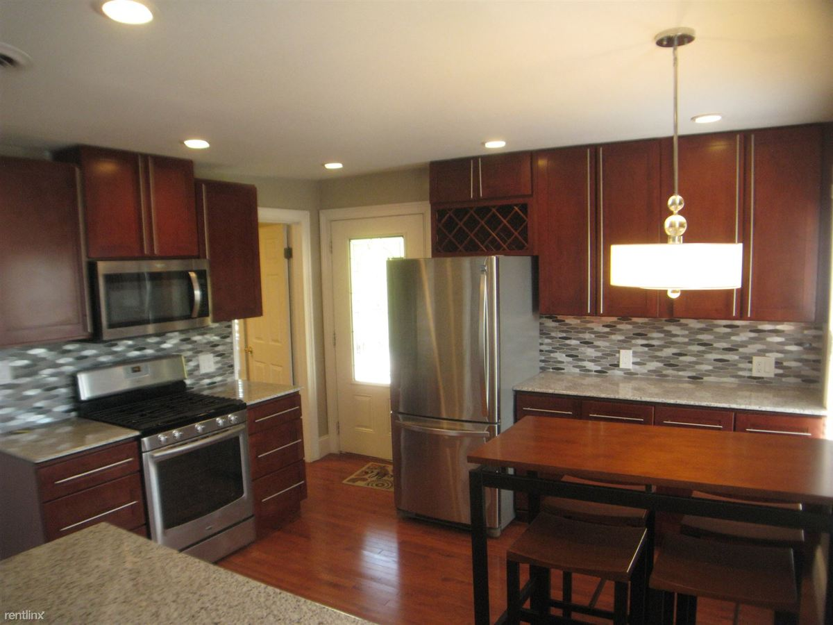 2 Bedrooms 1 Bathroom Apartment for rent at 18 Russell St in Saratoga Springs, NY