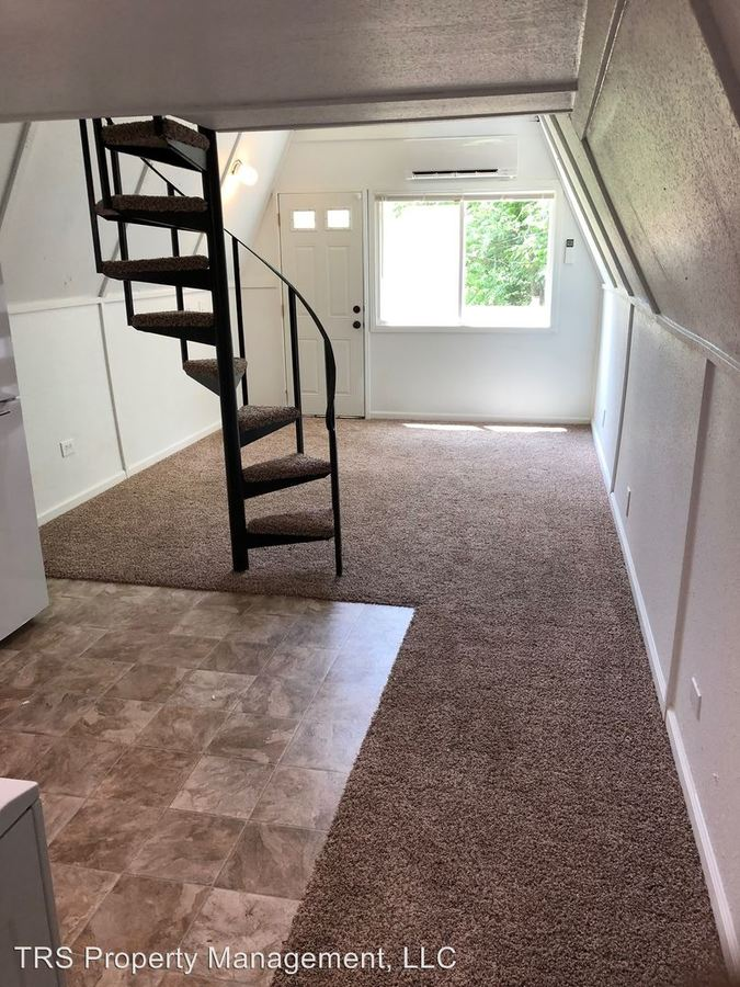 1 Bedroom 1 Bathroom Apartment for rent at 10761 I-70 Drive Ne in Columbia, MO