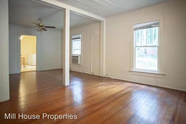 2 Bedrooms 1 Bathroom Apartment for rent at 810 Old Pittsboro Road in Chapel Hill, NC