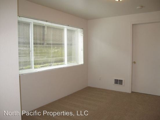1 Bedroom 1 Bathroom Apartment for rent at 12055 35th Ave Ne in Seattle, WA