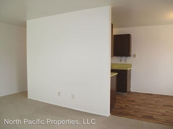 2 Bedrooms 1 Bathroom Apartment for rent at 12055 35th Ave Ne in Seattle, WA