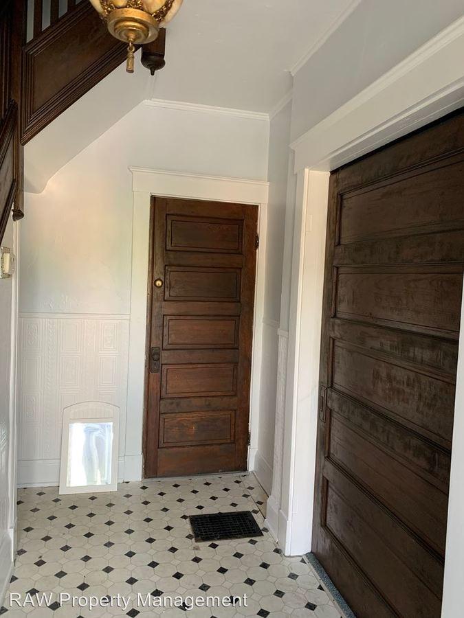 3 Bedrooms 1 Bathroom Apartment for rent at 3236 Bishop St. in Cincinnati, OH