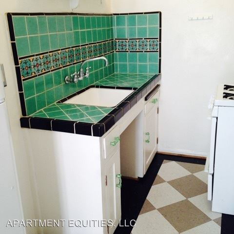 Studio 1 Bathroom Apartment for rent at 607 S. Cloverdale Ave. in Los Angeles, CA