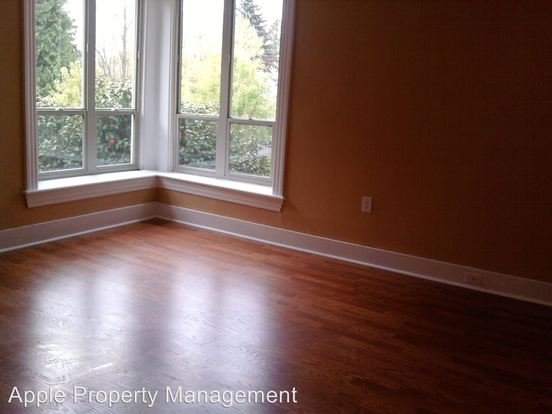 Studio 1 Bathroom Apartment for rent at 506 17th Ave East in Seattle, WA